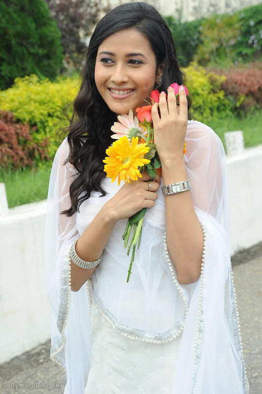 Panchi Bora Cute Looking Pics in White Dress unseen pics