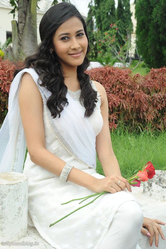 Panchi Bora Cute Looking Pics in White Dress gallery pictures