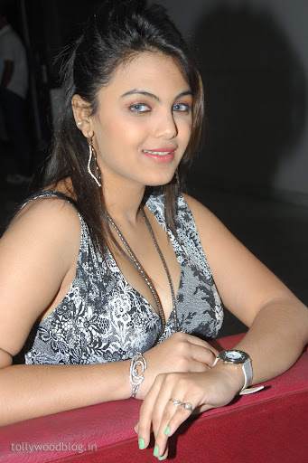 فلم سکس سکس سکس ایرانی http://www.mygupsup.com/hot-n-spicy-photos-of-priyanka-tiwari/