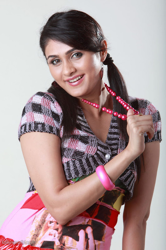 Tirugubotu Movie Actress Biyanka Desai Photos hot images