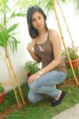 http://1.bp.blogspot.com/_a3ZI07KGbwA/TUFf491JhYI/AAAAAAAAH_4/JDueHn8mTyc/s320/bhanu-sri-mehra-hot-stills-006.jpg