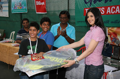 Zarine Khan at Tennis Academy Event