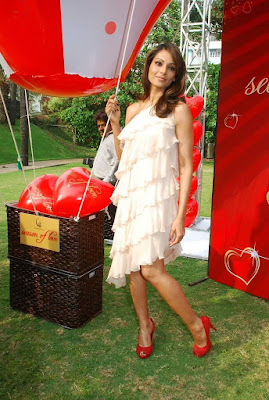 Bipasha Basu Promotes Valentine Gili Collection