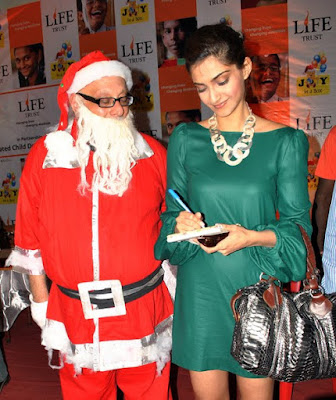 Sonam Kapoor celebrates Christmas with Anganwadi children