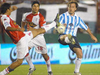 Huracán golea a Racing Club Avellaneda