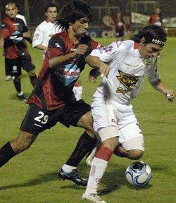 Carlos Arano en la victoria de Huracán sobre Newell's en Rosario