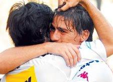 Festejo del gol de Huracán a Racing, Federico Nieto y Javier Pastore