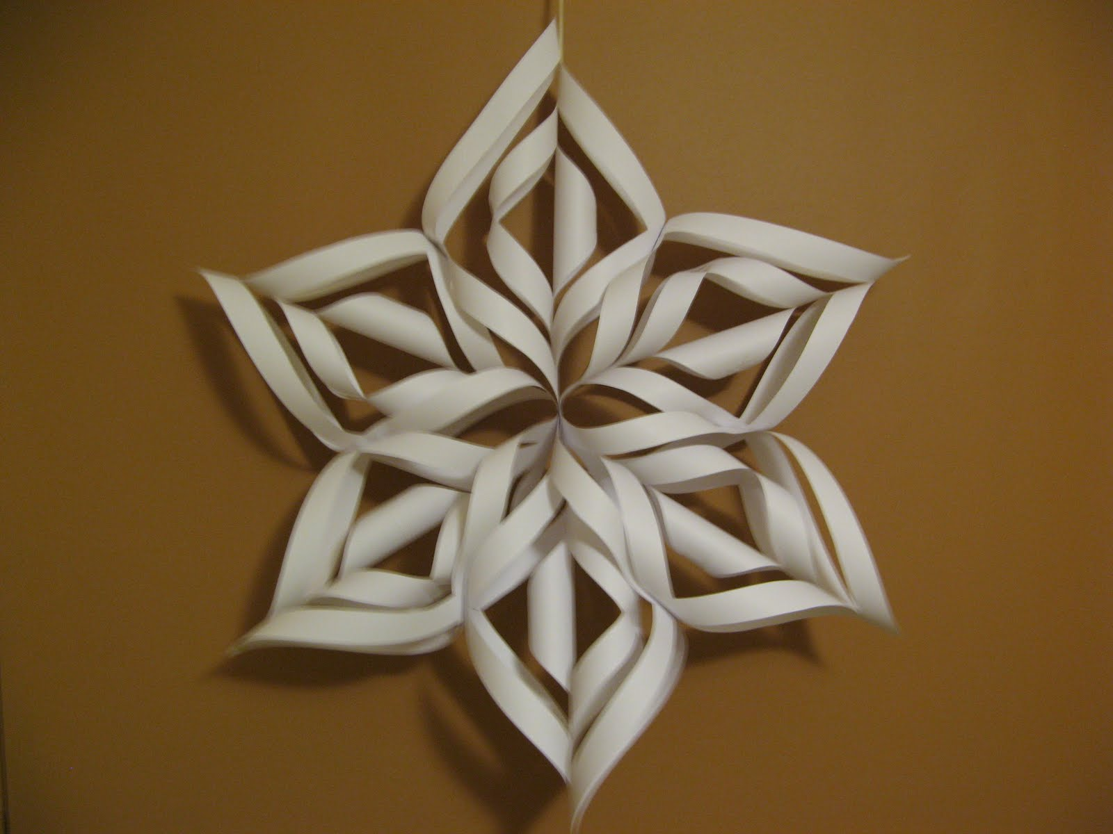 how to make snowflakes out of construction paper