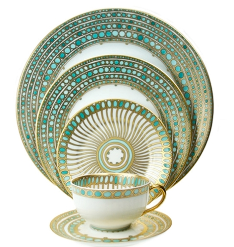 We love the dinnerware a perfect match for the Winter wedding theme we