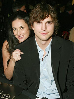 ashton kutcher and demi moore wedding. Moore told fans on Twitter,
