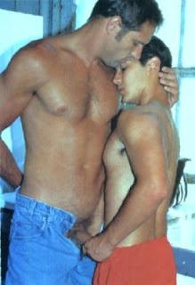Para maiores: Março 2008: http://carinhabrasileiro.blogspot.com/2008_03_01_archive.html