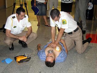 Simulacro de una parada cardiaca. Foto de La Verdad