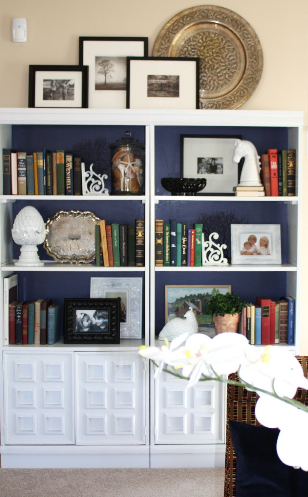 couple of weeks ago i shared my bookcase makeover and while the