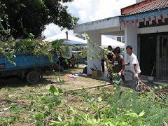 Kerja-kerja gotong royong di Rumah An-Nuur Iman