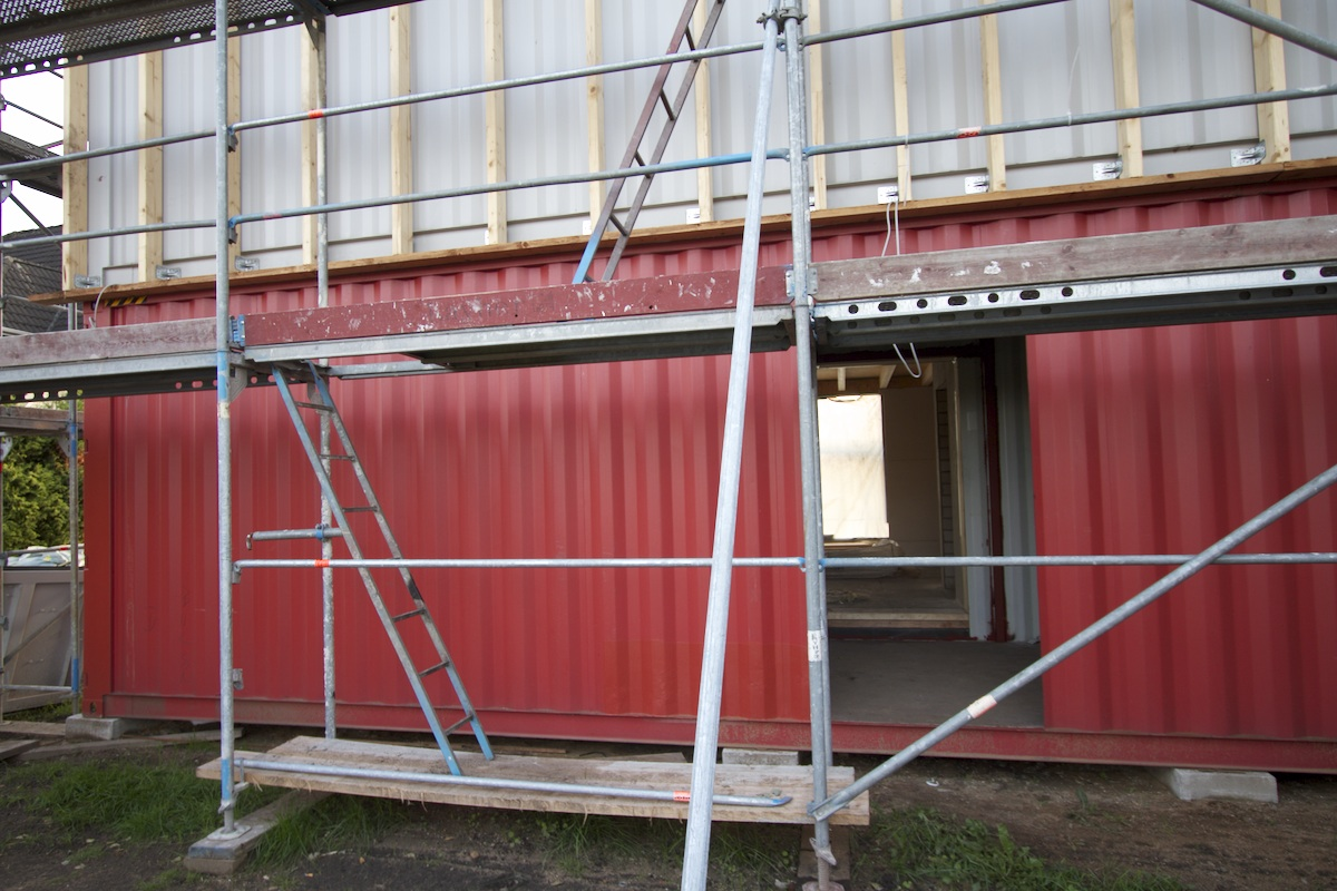 Maison passive hamburg des trous dans les containers for Container maison passive