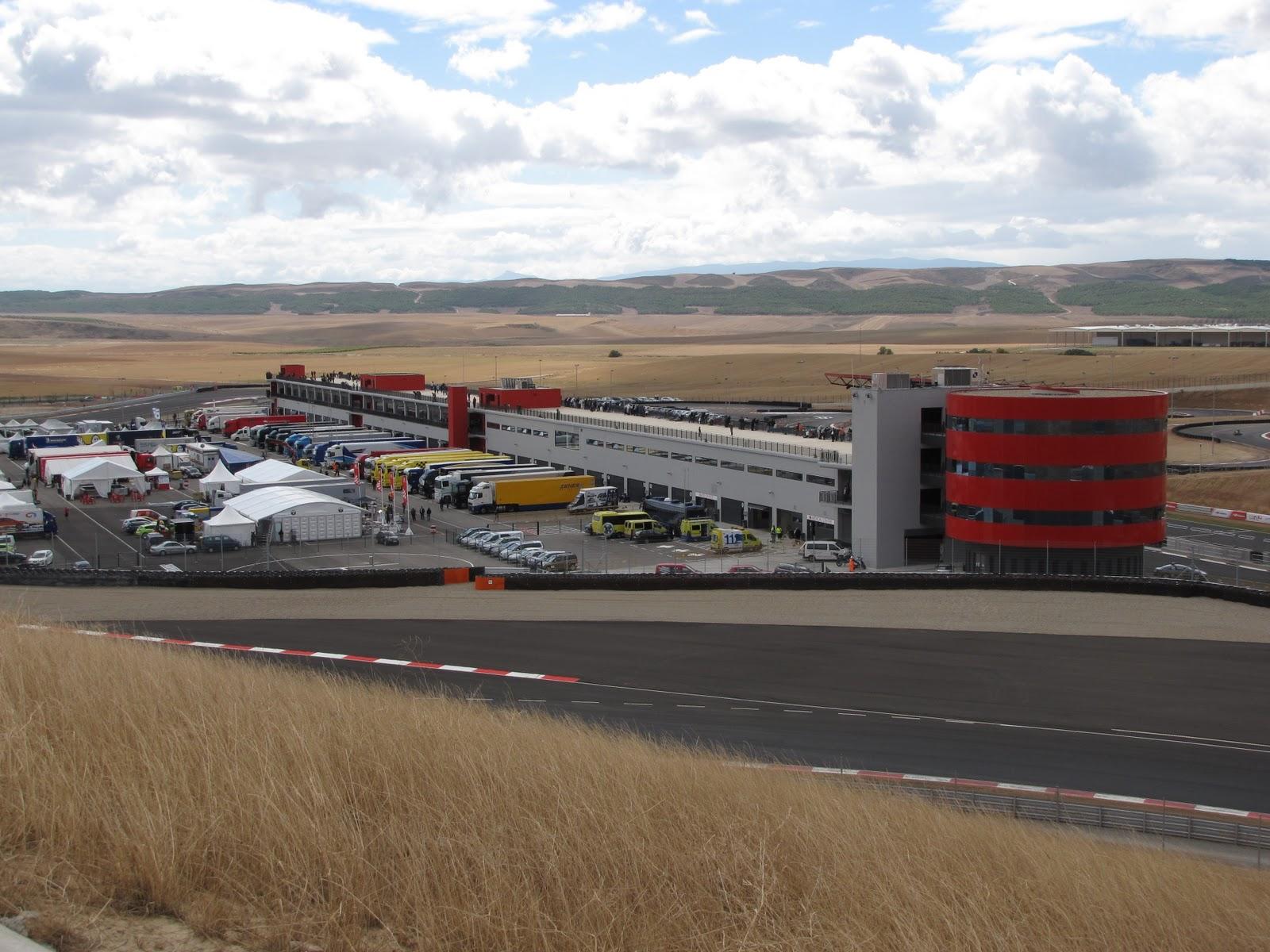 Circuito Navarra : En boxes campeonato de españa de gt en el circuito de navarra