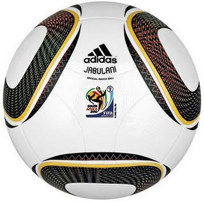 gambar bola yang akan digunakan dalam pertandingan bola sepak