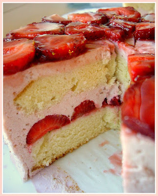 anjelikuh*: Strawberry Mousse Cake and Strawberry Charlotte