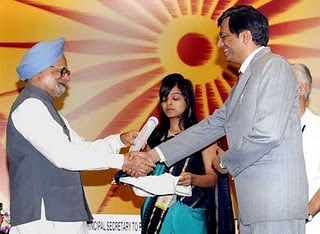 Dr.Samit Sharma, 2002 Batch IAS-RJ Cadre, getting Award for Excellence in Public Administration