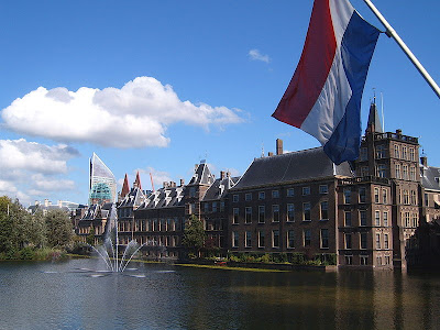 The+Binnenhof,+Den+Haag,++is+the+centre+of+Dutch+politics..jpg (400×300)