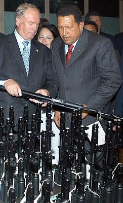 Chávez comprant armes a Rússia