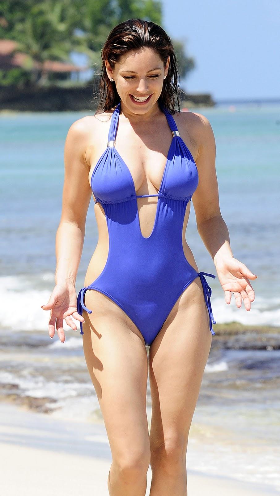 - Kelly-Brook-Bikini-Beach