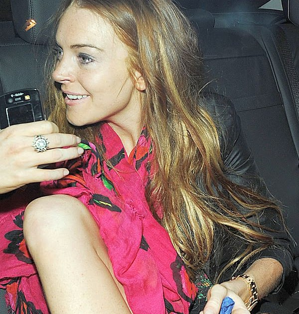 Lindsay Lohan Upskirt Candids in