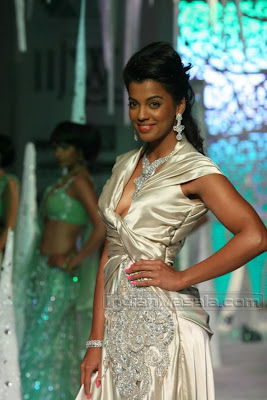 Bollywood Masala Mugdha Godse hot cleavage in hot gown