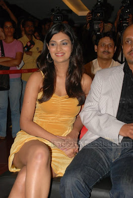 Bollywood Masala Hot Sayali Bhagat Hot Leg Show Pictures