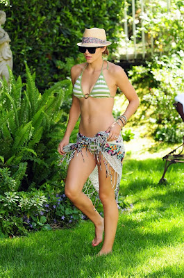 CELEBRITY Katharine McPhee Pictures in HOT Bikini relaxing in Santa Barbara