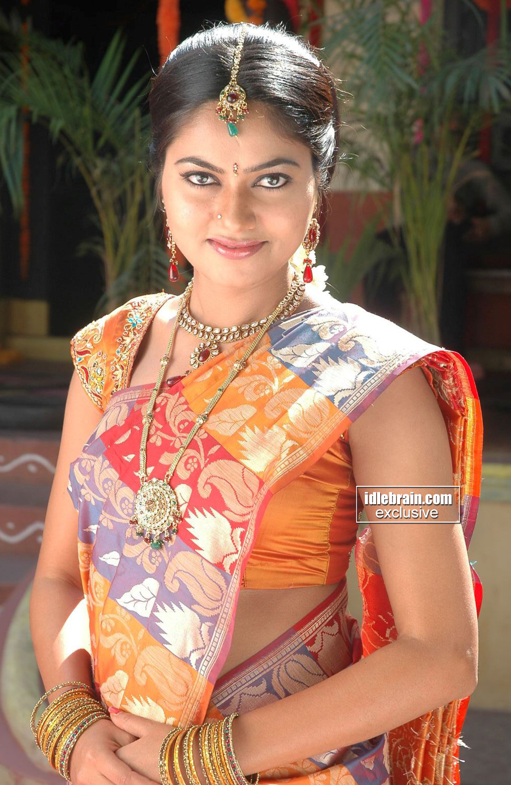 Telugu Cinema Actress Suhasini Hot Pics In Saree
