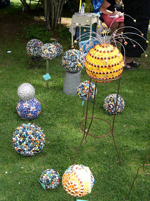Stitch and destroy cracked pots recycled garden art show for Recycled glass art projects