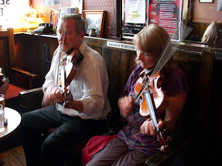 Two Fiddlers at the Cobblestone in Dublin