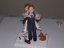 Noivinhos personalizados, topos de bolo, lembrancinhas, etc...