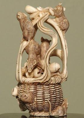 யானைத் தந்தத்தினால் செய்யப்பட்ட சிற்பங்கள். Ivory-Art+%283%29