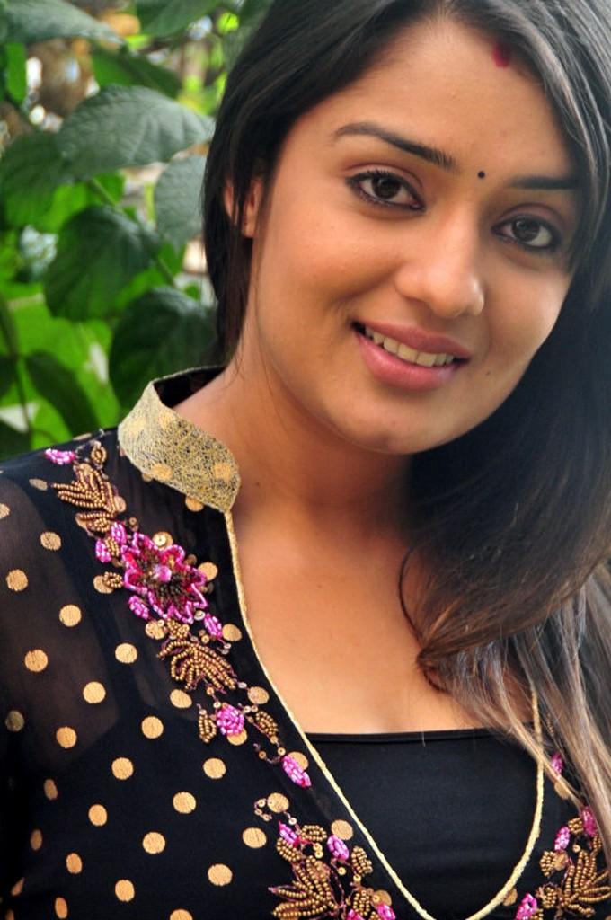 Indian Hot Actress Masala: Nikita Thukral Hot Sexy Indian Actress ...