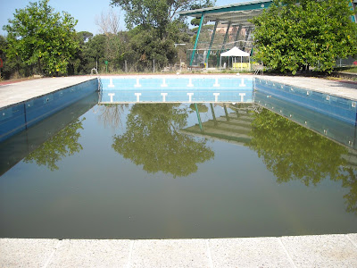 Ve ns de canyamars desidia e incompetencia la piscina for Putas en la piscina