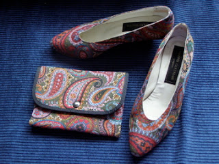 Shoes which are covered in patterned upholstery fabric
