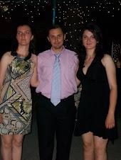 Împreună cu elevele Sânziana Zănoagă şi Ionela Năsiescu, la Banchetul de absolvire....