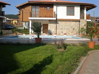 http://1.bp.blogspot.com/_aQw2lKEK5CM/TKBQ_-rj9GI/AAAAAAAAjPg/NHLQi5J05sk/s1600/house_in_bulgaria.jpg