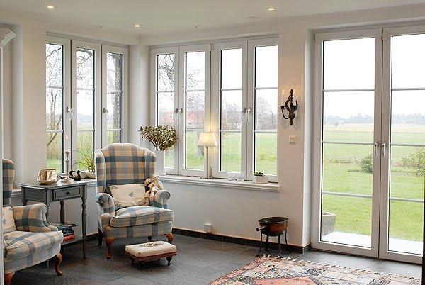 TYGFÖNSTRET Ett rum utan gardinerär det tillåtet ? JA