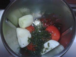 Todos los ingredientes colocados en el vaso de la Thermomix.