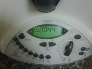 Batir en la Thermomix a velocidad creciente 1 minuto.