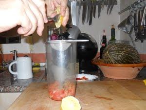 Escurrir el limón.