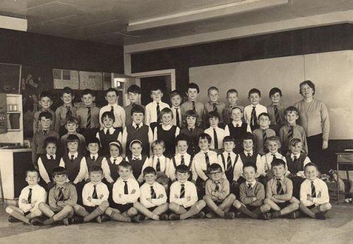 Primary school class photo