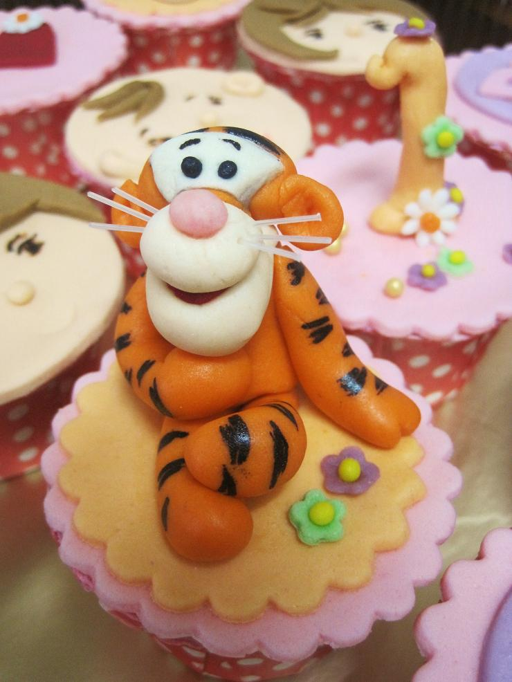 Tigger Cake Decor