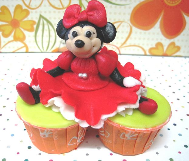 minnie mouse cupcakes. I mean Minnie#39;s gown.