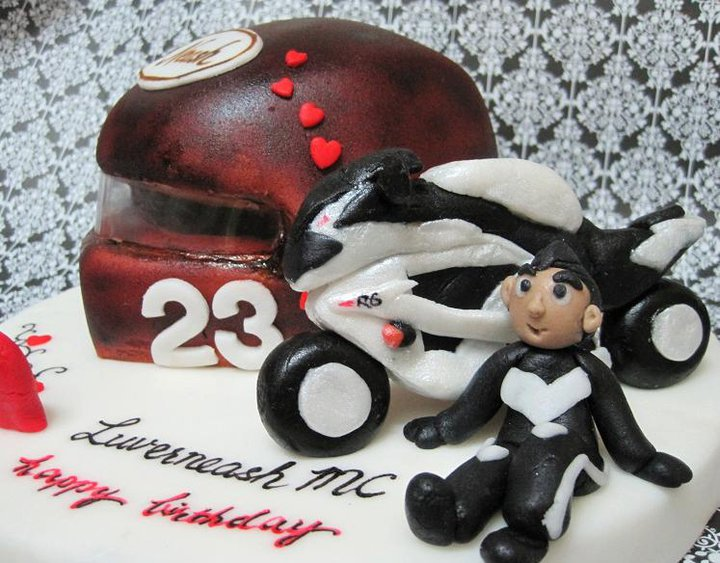 Mom And Daughter Cakes 3D Helmet Cake And The Supercool Yamaha R6