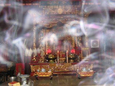 Koleksi Foto Hantu: Hantu Asap Penghuni Penjaga Altar