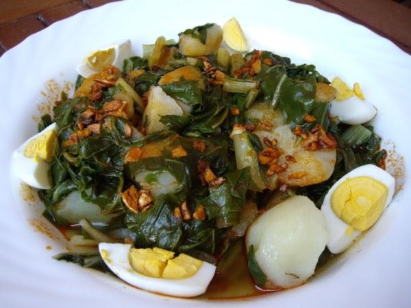 Mis recetas de cocina acelgas y patatas con refrito de ajos for Cocinar acelgas